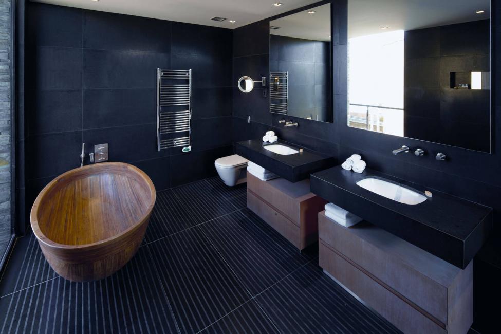 물방울이 검은 색 바탕에 선명하게 표시됩니다.