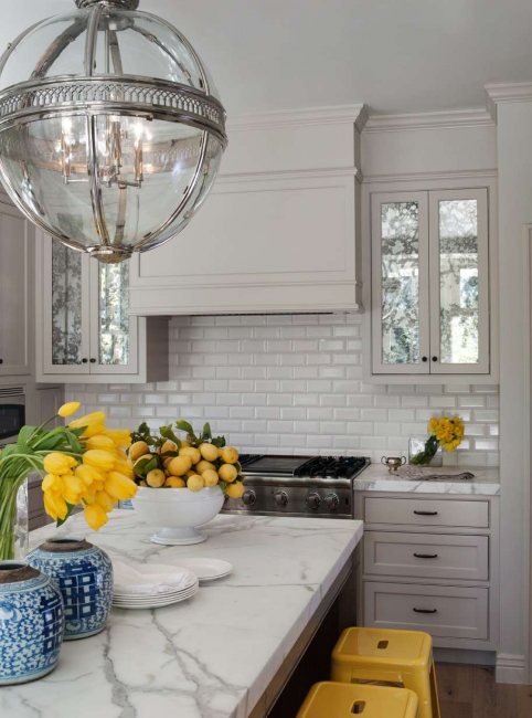 Interesting use of mirror surfaces on cabinets