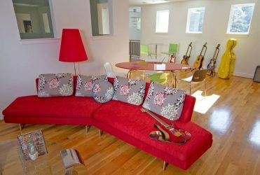 Yumuşak bir kanepeye sahip bir çocuk odası tasarlayın: Nasıl ve nereye koymalıyım?