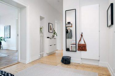 현대 디자인 아파트 복도와 자신의 손으로 개인 주택. 창, 사다리 및 기타 디자인 옵션이있는 175 개 이상의 사진 아이디어