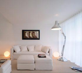 Oturma odasının beyaz kar renginde tasarımı - seçkin şaheserler yaratır. 135+ İç mekandaki gerçek stil çözümlerinin fotoğrafları