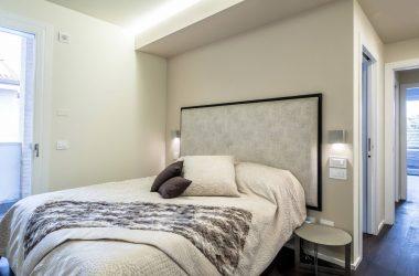 어떤 침실 가구가 2018 년에 멋지게 될 것입니까 (165 장 이상의 사진)? 준비하는 방법?