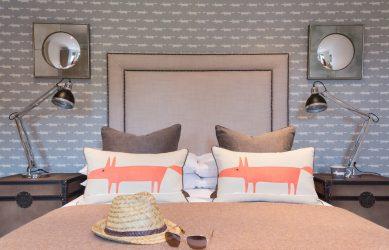 Gabungan kertas dinding dan perabot di pedalaman ruang tamu / bilik tidur / dapur / nurseri.Betapa pentingnya pilihannya?