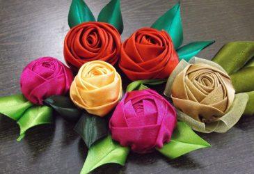 Cara membuat bunga dari pita Melakukan tangan anda sendiri (90+ Foto): Kelas Master Mudah untuk Mencipta Bud yang Indah
