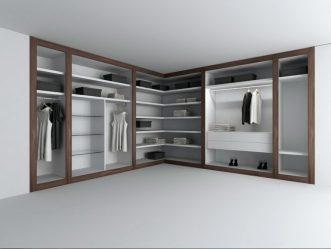 Almari pakaian moden di bilik tidur: dari kecil ke besar. Apa kandungannya?