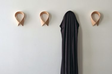 Wall Hanger lakukan sendiri di lorong: dengan shoebox, dengan rak, dengan cangkuk.Lupakan kekurangan ruang!