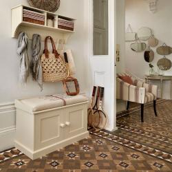 Jenis banquettes yang paling praktikal untuk lorong: dengan rak, tempat duduk dan penyangkut! Contoh reka bentuk 215+ (Foto)