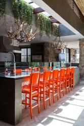 Nouvelle tendance à l'intérieur: pourquoi les tabourets de bar sont-ils si populaires? (bois, métal, avec un dos). La solution idéale pour un séjour agréable (145+ photos)