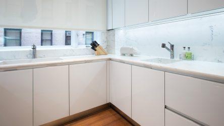 Beyaz tezgahlı beyaz bir mutfak iç mekanı nasıl dönüştürür? 145+ Fotoğraf stilleri ve tasarım çözümleri çeşitleri