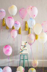 Çocuğun doğum günü için odayı kendi elleriyle nasıl dekore edebilirim? (180+ Fotoğraf Fikirleri) Yaşa bağlı ihtiyaçlara bağlı olarak seviyoruz