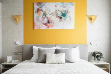 Comment faire de la place dans la chambre au-dessus du lit: placement de peintures par Feng Shui. 170+ (Photos) accents lumineux et élégants