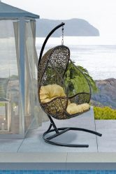 Kerusi digantung dari rotan semula jadi dan buatan: 195+ Pilihan gambar (rotan, macrame, dengan penutup)
