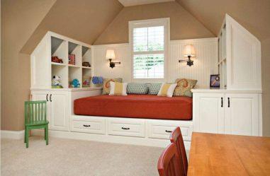 Podium katil di apartmen: 205+ (Foto) Idea dan cadangan untuk kawasan pedalaman (dengan laci, dengan katil tarik keluar, khusus)