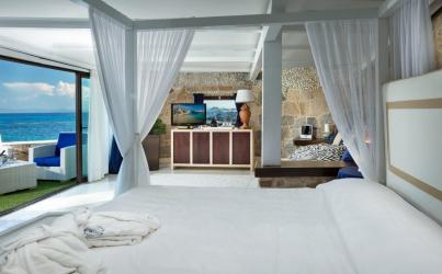 Letto di lusso di design con un baldacchino per il comfort romantico. 160+ (Foto) per adulti e camerette dei bambini (+ Recensioni)