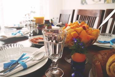 Akşam Yemeği İçin Hizmet Veren Teknoloji Masası - Sevdiklerinize özen göstermek (225+ Fotoğraf)