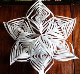 Flocons de papier de bricolage simples et volumineux: plus de 75 photos accompagnées d'instructions pas à pas. Nous décorons la maison pour les vacances (+ Avis)