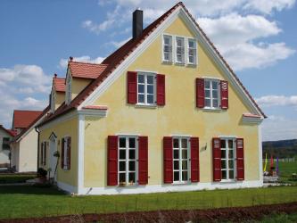 Contoh-contoh kejayaan transformasi fasad rumah dengan bantuan jendela untuk tingkap (kayu, logam, plastik).Jadikannya mudah dan cantik (+ Ulasan)