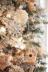 Bagaimana dengan gaya dan indah menghiasi pokok Krismas untuk Tahun Baru 2018? Apakah jenis mainan yang anda perlukan? (175+ Foto)