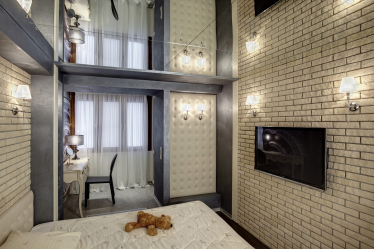 Καθρέπτης οροφής: Διαθέτει εσωτερικές λύσεις (στο μπάνιο, σαλόνι, διάδρομο). Εξαιρετικό φινίρισμα για μια δραματική εμφάνιση.